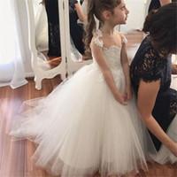 Düğün Aplike İlk Communion Elbise Kapalı Düğme Parti Çocuk Elbise için Kabarık Tül Balo Çocuk Fildişi Beyaz Çiçek Kız Elbise