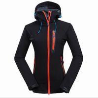 2019 de alta calidad para mujer Fleece Apex Bionic Softshell Chaquetas al aire libre a prueba de viento e impermeable con capucha transpirable abrigos