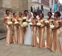 아프리카에서 숄더 인어 신부 들러리 드레스 드레스 2019 골드 바닥 길이 민소매 섹시한 흑인 소녀 웨딩 게스트 드레스 신부가 가운