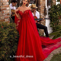 Rouge Rouge A Line Robes de bal de la dentelle épaule Appliques Drapé Tulle Tulle Robe de tapis rouges avec Cape Celebrity Robes Ogstuff Robes de Soirée PD5568