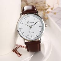 Nueva llegada de alta calidad elegante de Ginebra banda de cuero artificial resistente al agua pulsera de cuarzo relojes con caja