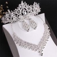 Noiva casamento coroa colar brincos de três peças Definir designer branco cristal conjunto de jóias artesanais headpieces
