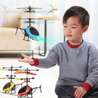 Mini RC Drone Fly RC Hubschrauber Flugzeug-Fahrwerk Induction Hubschrauber Kinder Spielzeug LED-Licht-Fernbedienung Spielzeug für Kinder Knall