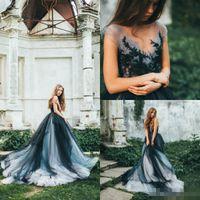 2020 Modest Blue Blue Abiti da sposa Gothic V Collo Cinghie Tulle Gonna a Tiered Cappella Treno Applique Pizzo Abiti da sposa in rilievo
