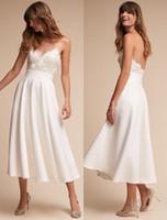 Vestidos de novia de encaje blanco / marfil APPLIBUJADO Vestidos nupciales Vestidos de Novia Hecho a medida Playa de espaguetis corta Una línea Vestido de novia 2019