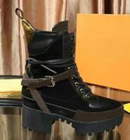 2019 de qualité supérieure Les dernières bottes de concepteur Femmes Martin Desert Boot flamants roses Amour flèche médaille 100% en taille réelle de gros en cuir US5-11 chaussures d'hiver