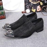 Die Luxusmetalldesigner der neuen Männer Retro Hochzeits-Kleid beschuht Mann-Müßiggänger-Tendenz-Beleg-auf beiläufigen Partei-Schuhen, die Zehe-Mann-Schuhe zeigen