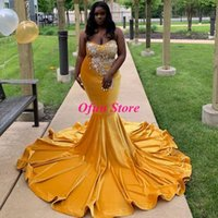 Abiti da ballo in oro di velluto di cristallo con perline splendidi Plus Size Collo a cuore increspato Sweep Train Mermaid Abito per occasioni speciali da indossare per feste