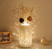 새로운 테이블 램프 도자기 갓 가짜 침실 침대 옆 거실 데스크 조명 E27 버튼 스위치 로맨틱 꽃 패션
