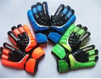 Nueva portero de fútbol Guantes de la protección del dedo Profesional Hombres fútbol Guantes adultos / niños más gruesos guantes de portero de fútbol envío rápido