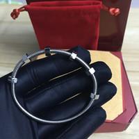 Лучшие ювелирные последние 6 винтовые браслеты титан стала дамы любят браслет мужчин и женщина браслет пару нити с оригинальной коробкой