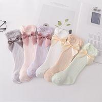 Nettes Sommer-Baby-Loch Socken INS Mode kleine Mädchen Bögen 3/4 kniehohe Rüsche sockings Kindkinder Baumwolle atmungsaktiv Beine C6363