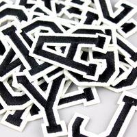 26pcs A-Z 편지 패치 흰색 영어 편지는 의류 가방 바지 재봉, 자수 철에 새해 들어 의류 배지 붙여 넣기 혼합