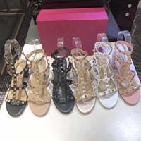 los zapatos ocasionales del partido de 2020 del verano caliente de las sandalias atractivas de lujo zapatos de tacón alto para las mujeres de moda Diseñador desnuda del color de patente dedos del pie del talón bombea los zapatos mates