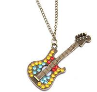 """Chokerhalsketten Charm 28"""" Gitarren-Gold überzogene Ketten Halskette bunten Strass 28"""" Gitarren-Acrylkristallhalsketten-Anhänger"""