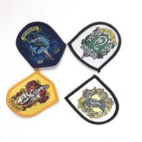 Hogwarts Harri Potter Ravenclaw / Grifinória / Hufflepuff / Slytherin Cosplay Caps Magic Robe Emblema Da Escola Crachá Pano 5.5 * 4.5 cm