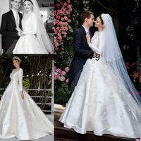 Miranda Kerr Bröllopsklänningar med långärmad 2019 Modest Jewel Muslim Middle East 3D Floral Matte Stain Princess Church Royal Wedding Gown