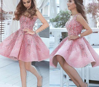 2019 Neue Ankunft Kurze Arabische Rosa Heimkehr Kleid Eine Linie V-ausschnitt Junioren Süße 15 Graduation Cocktail Party Kleid Plus Größe Nach Maß