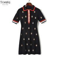 Модные дизайнерские платья женщин контрастные поворотные воротники пчел вязаная кнопка с коротким рукавом взлетно-посадочная полоса вышивка платье