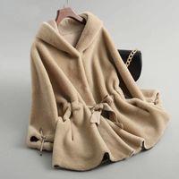 2020 neue Herbst-Winter-Frauen Echtwollmantel neue Art und Weise echter Schaf-Shearing-Pelz-Outwear weibliche lose mit Kapuze Jacken A67 CJ191212