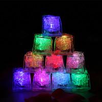 Partito cubo di ghiaccio luce luminoso Ice Cubes Luce Flash Festival festa di nozze a LED di natale di colore decorazioni Modifica Strumenti Bar Grow In the Dark