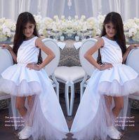 2019 abiti di Tulle Backless Lace White girocollo pizzo Una linea ragazza di fiore di Applique telaio dell'arco Alto Basso di spettacolo della ragazza Abiti BC1953