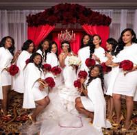 2020 Little White Breve Mini Sirena Vestidos de dama de honor africano con Wrap Cape Satin Beach Bohemian Country For Wedding Maid of Honor Gown