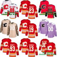 Calgary Flames Johnny Gaudreau Sean Monahan Sam Bennett Matthew Tkachu'nun David Rittich Elias Lindholm Mark Giordano Nuh Hanifin Hokeyi Forması