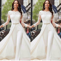 2020 Sexy manches longues blanc Jumpsuits robes de soirée en satin avec dentelle overskirts Perles cristaux Plus Size Robes de mariée Robes Pantalons Robe