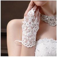 Seksowne rękawiczki ślubne Oddechowe Czerwona biała Ivory Lace Rękawice Ślubne Bride Lace Aplikacje Cekinowe Golves Z Wstążkami Akcesoria Bridal Tanie