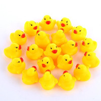 Bebé Baño de agua pato Sonidos de juguete Mini amarillo patos de goma de alta calidad de baño pequeño pato de juguete infantil de la natación Playa regalo del envío libre LXL493-A