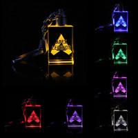 Apex Efsaneleri Animasyon Aksesuarları oyuncak AAA1852-14 LED çocuklar oyuncakları sahne ve klasik hediye anahtarlık Serin metal kristal mücevher kolye Oyunu açtı