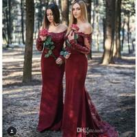 2019 Burgandy Country Bridesmaid Dresses Mermaid Off 어깨 롱 슬리브 스윕 기차 레이스 Applique 웨딩 게스트 드레스