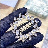 Nouveau bouquet de la mariée glacé des broches de cristal fleurs broches Corsage Femmes Anniversaire cadeau Bijoux de bijouterie accessoires de mode avec timbre