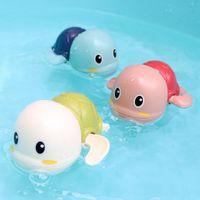 Cartoon Schwimmen Schildkröte Aufzieh-Spielzeug, Baby-Bad-Dusche-Begleiter spielt in Wasser Uhr Arbeits Spielzeug, 3 Farben, für Weihnachten Kid Geburtstags-Geschenke, 2-1