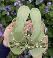 venta caliente-2020 de Europa y América del remache flip-flop para arrastrar los deslizadores frescos de zapatos de la jalea de verano de mujeres