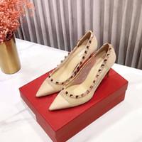 diseñador de las señoras zapatos de tacón alto de encaje negro remaches atractivos de la manera en punta del dedo del pie zapatos de partido de las muchachas tacones de aguja de tamaño 35 a 40 con la caja