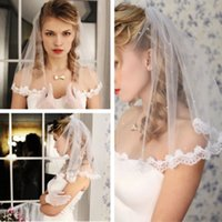 أحجام الزفاف قصيرة طول 1 طبق يزين الدانتيل اللؤلؤ مع مشط الزفاف للفتيات فاخر طول مصلى طويل مطرز