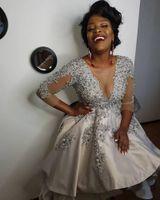 Sexy Sheer V-образным вырезом Короткие выпускные платья с бисером аппликация с длинными рукавами 3/4 Club Wear Пром платье атласная линия партии Gowns