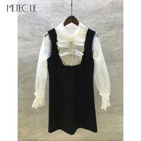 Weißer Spitze-gepatchten Schwarzes Kleid mit Perlen Buttons 2020 Pre Fall Fashion Langarm kurzes Kleid 2020 Herbst-Winter