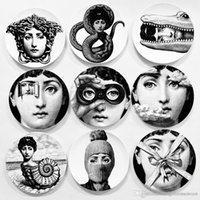 Creative Wall Hanging Round Ceramics Plates Home Coffee Shop Wall Decor Plates 6 Inch Printed Portrait Plates Durable Retro TQQ BH0728-2