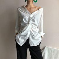 [EAM] 2020 neue Frühlings-Herbst-Weiß mit V-Ausschnitt Langarm-Unregelmäßige Kreuz lose Persönlichkeit Shirt Frauen Bluse Fashion Tide 1C069 CX200710