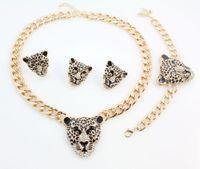 Raffreddare I monili stabiliti della collana dello smalto del nero della testa del leopardo di cristallo per le donne / uomini oro d'avanguardia di colore costume africano