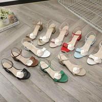 Designer Mid Heel Sandalen 100% Leder rauen Ferse-Frauenschuhe Art und Weise Metallschnalle Luxus Sexy Sandalen Damen Strandschuhe Große Größe 34-42