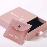 Logo personalizzato sacchetto dei monili Pochette Bijoux Flap velluto velluto con coulisse in pelle scamosciata Packaging display sacchetto di carta dell'inserto con la scatola