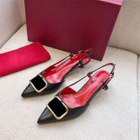 Hot Sale-Designer Spitz Buchstaben High Heels aus Lackleder-Sandelholz-Frauen Schuh-Absatzschuhe spitzen Zehen Schnalle pumpt Kleid Schuhe 35-41