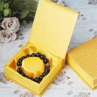 12pcs il nuovo disegno di alta qualità / lot 10.4 * 10.1 * 3 centimetri di carta gialla di cartone dei braccialetti Box braccialetto del magnete confezione regalo