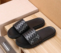 Marke Männer Kuh Ledertasche Zehe beiläufige Sandalen, Sommer Golden Lion Strand Pantoffeln Mode Metallnieten Designer flache Mokassins Sandalen, 38-45