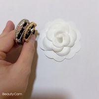 NUEVOS ARTÍCULOS 4CM Moda de cuero Hecho a mano Broche con metal C Pin de mama clásico para la colección de damas Accesorios de diseño de lujo Regalo VIP