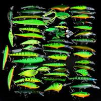 Yeni 50pcs / Set Balıkçılık Yemler Karışık 50 Varisized Minnow Krank Vib Popper Lure Ve Kauçuk Yumuşak Bass Spinnerbait Kaşık Balık Mücadele
